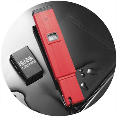 1986: Primer medidor de pH electrónico de bolsillo del mundo