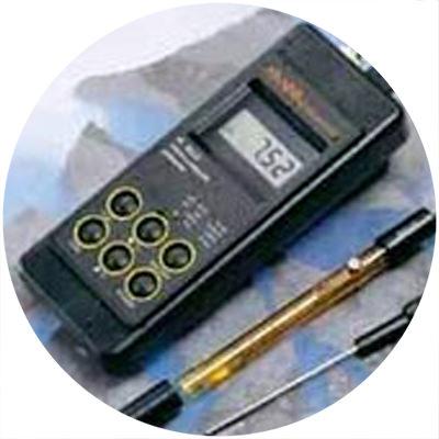 1990: Primer pHmetro portátil resistente al agua del mundo